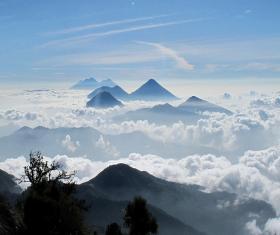 Volcanes Zunil y Santo Tomás.
