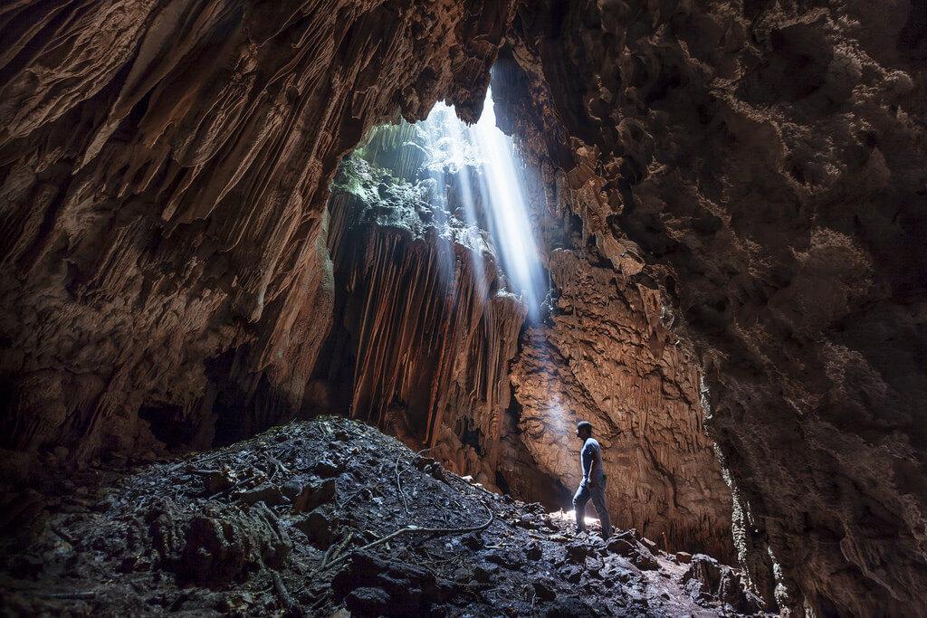 Cuevas Jul iq'