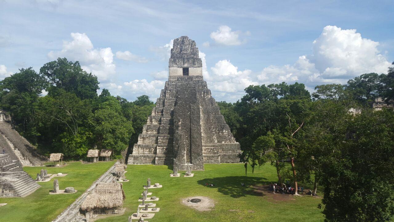 Tikal Mundo Maya y Castillo de San Felipe