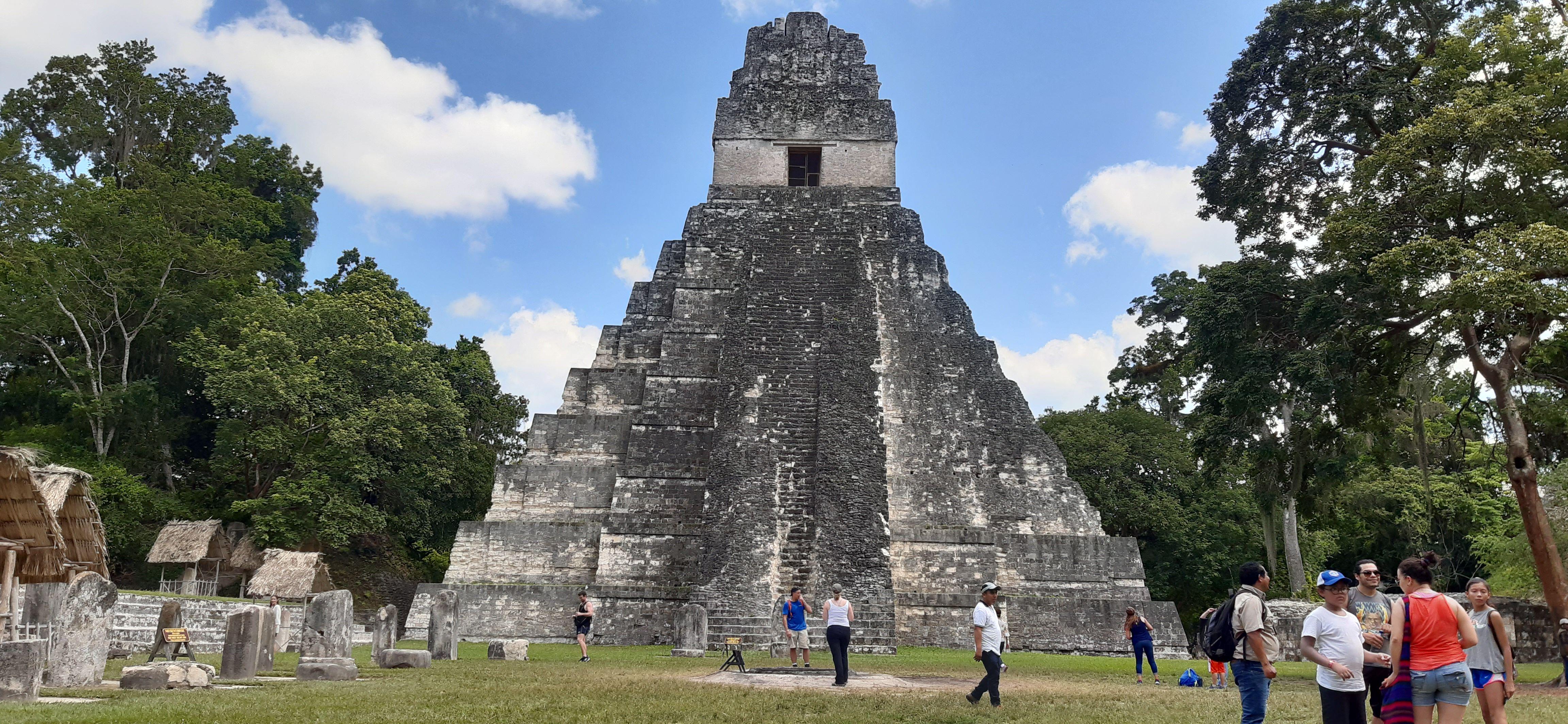 Tikal Mundo Maya & Castillo de San Felipe