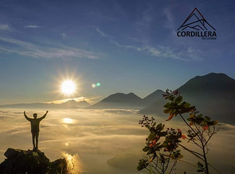 Campamento Rostro maya (nariz del indio) amanecer pico de loro y  cerro  Tzakujil